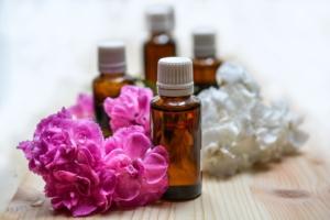 Ätherisches Öl und Blumen